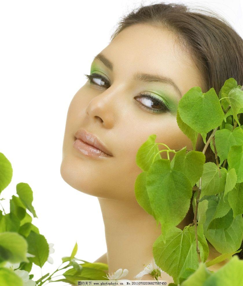 清新 自然 美女图片 美女 女孩 夏日美女 阳光美女 笑容 绿色 树叶 动