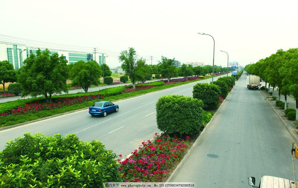 公路摄影 马路 城市马路 道路 街道 树木 绿化 城市公路 现代公路图片