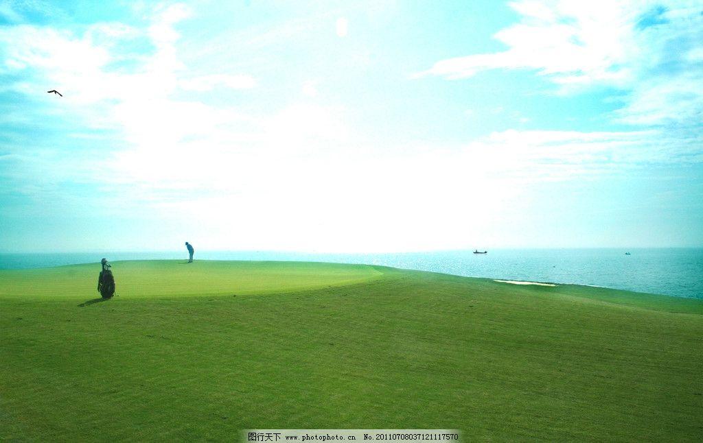 球场风景图 蓝天 白云 草地 绿地 天空 球场 高尔夫 绅士运动 球杆 球