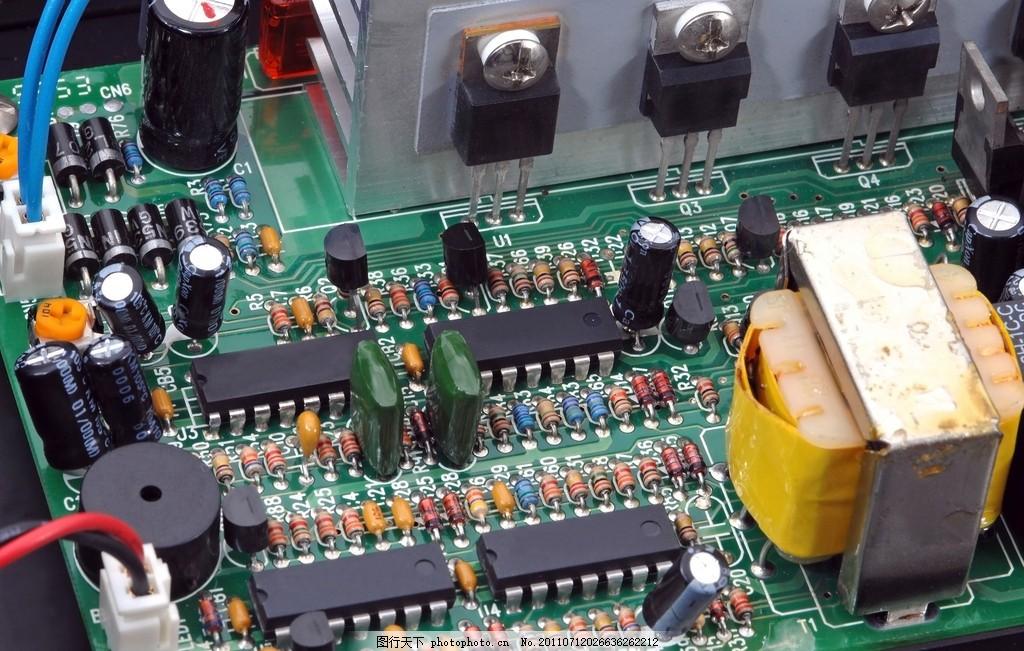 电路板 电路板局部特写 电子元件 现代 科技 电容 电路板走线