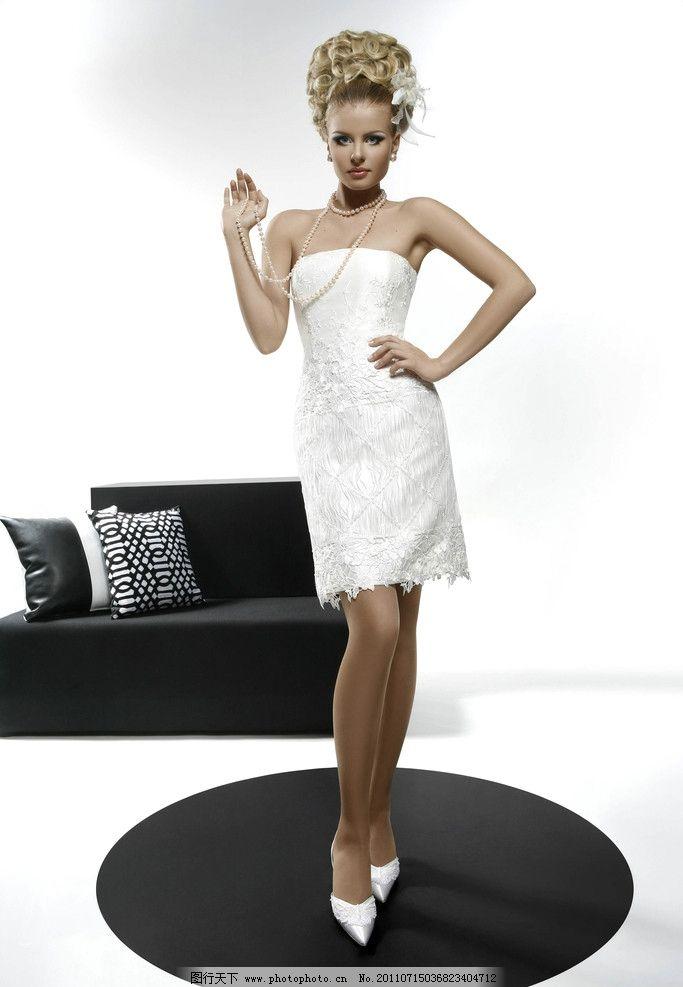欧式婚纱 欧洲 欧式 复古 美女 金发 黑白 竖图 女性女人 人物图库