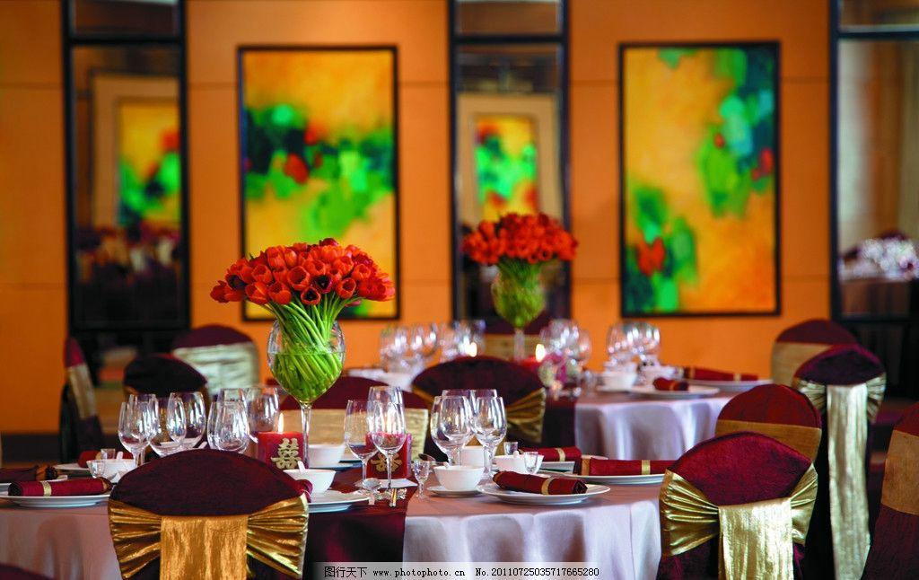 蜡烛 餐桌 桌面 餐厅 西餐厅 欧式餐厅 桌布 欧式台灯 酒水 红酒 餐桌
