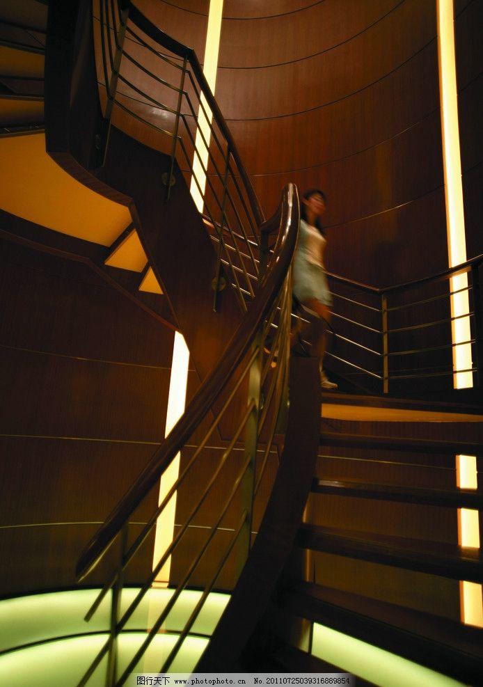 旋转楼梯 美女 女人 金属栏杆 楼梯扶手 钢结构楼梯 透光膜 酒店设计