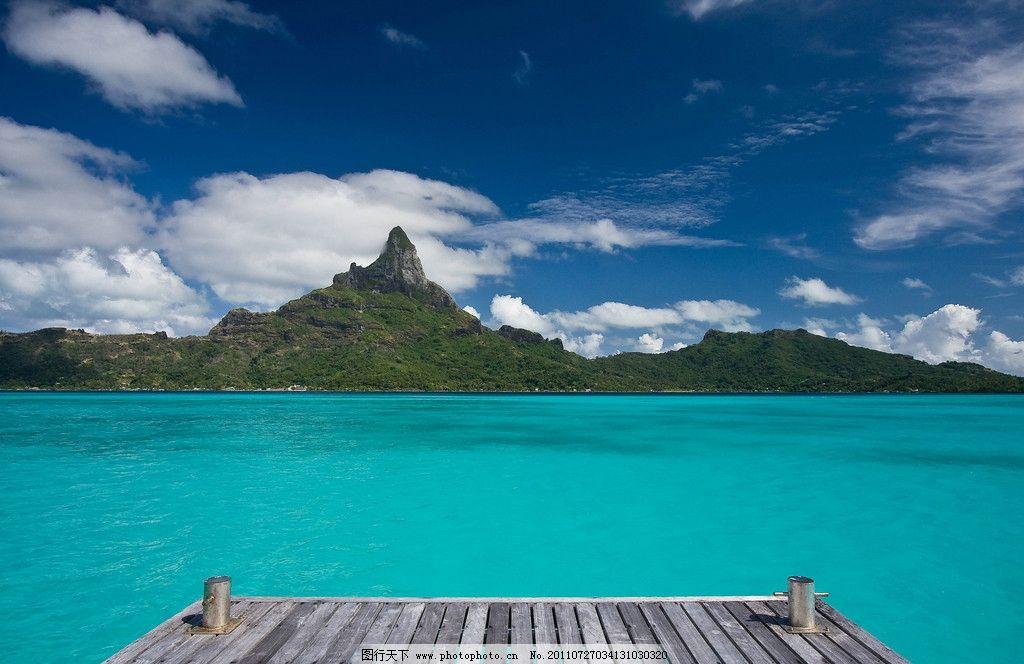 平静的小岛图片