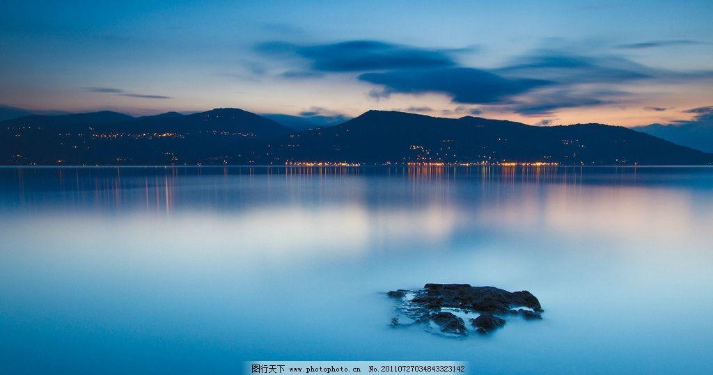 蓝色海湾 河流 风景 远山 高清 桌面背景 山脉 摄影
