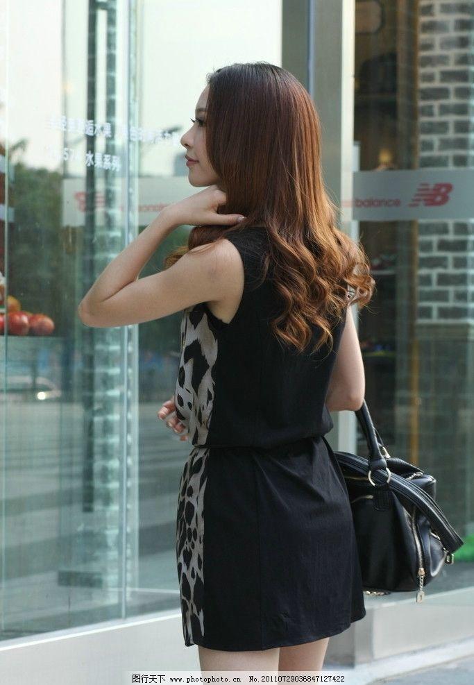 豹纹超短裙 性感美女 长发女孩 单肩包 淘宝女模特 美女背影 美女抚