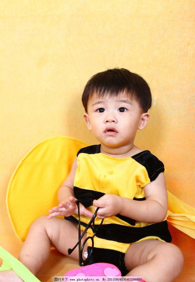 儿童幼儿 儿童 幼儿 男孩 可爱 蜜蜂 人物图库 摄影 72dpi jpg