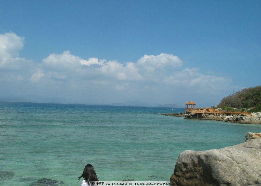 美女 三亚 亭子 大海 蓝天 白云 蓝色 海边 沙滩 山水风景 自然景观