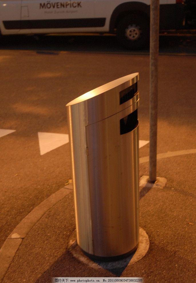 瑞士风光 欧洲 城市 车轮 造型垃圾桶 路灯杆 马路 建筑景观 自然景观
