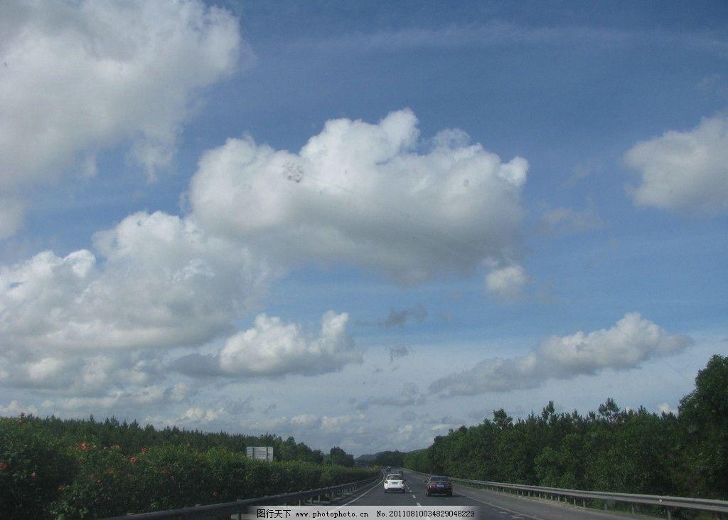 家乡天空 蓝天 白云 绿树 道路 马路 家乡的天空 自然风景 自然景观