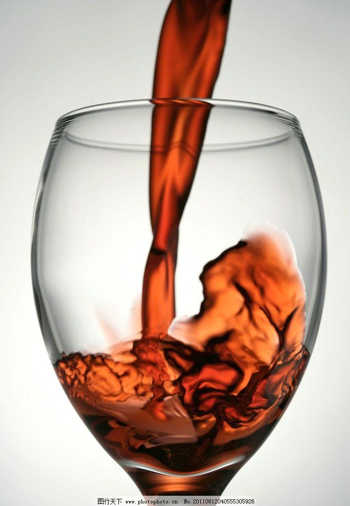 红酒杯 红酒高脚杯 葡萄酒 倒酒 晶莹剔透 高清 高清酒杯素材