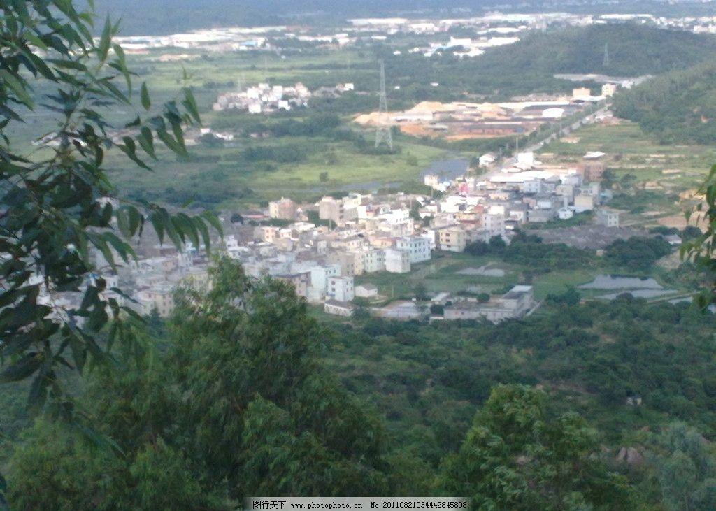 山间美景 树木 房子 公路 树叶 山水风景 自然景观 摄影 300dpi jpg