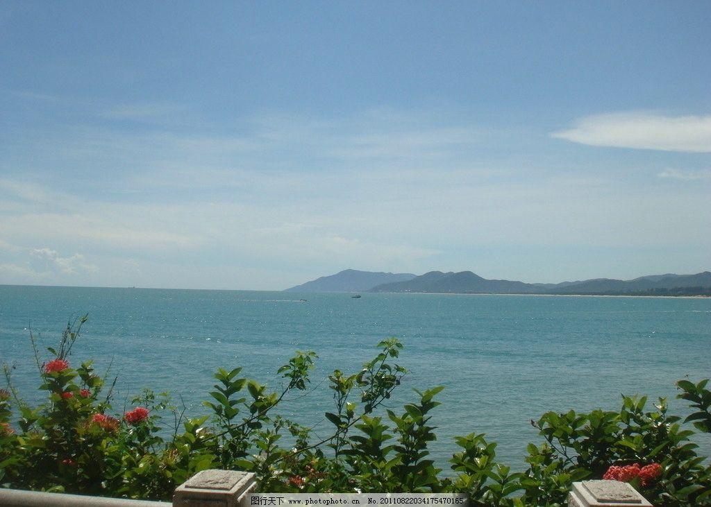 海边美景 蓝天 白云 大海 绿树 轮船 红花 远山 海南风光 自然风景 旅