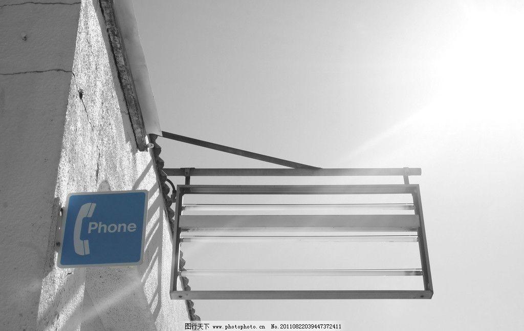 国外建筑 建筑 国外 楼房 屋顶 牌匾 电话亭 灯箱 逆光 太阳 天空