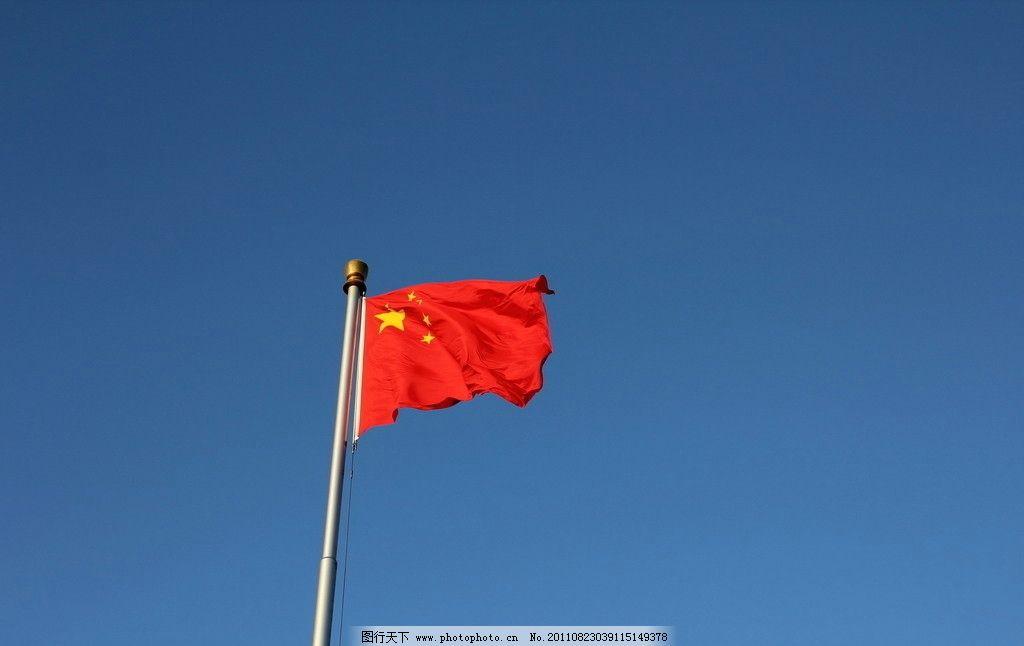 五星红旗 红旗 五星 旗帜 旗杆 飘扬 天空 中国 红色 节日庆祝 文化艺