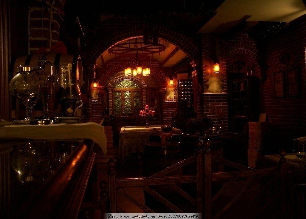 塔道斯餐厅内部 西餐厅 室内装修 餐桌 蜡烛 昏暗 壁灯 吊灯 暖色