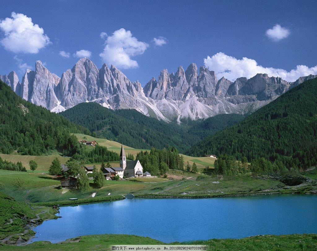 风景 蓝天 草地 山坡 森林 小房屋 潭水 自然风景 自然景观