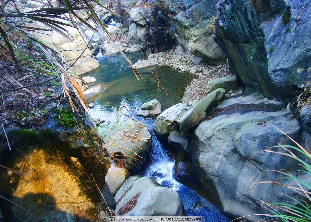 山间小溪 溪水 小溪 流水 岩石 青苔 草丛 碎石 高山 森林公园 生态