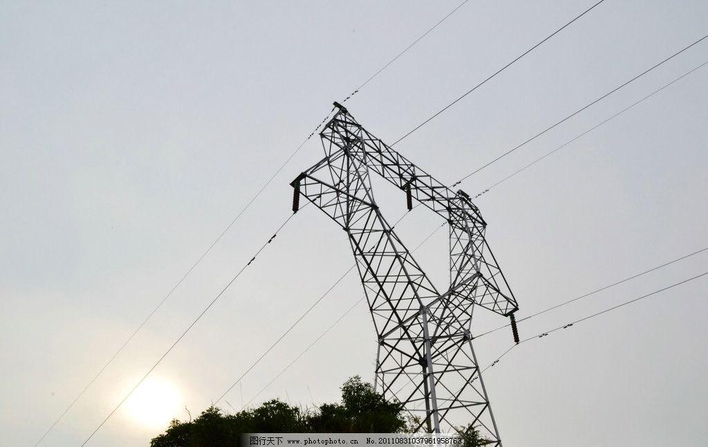 高压铁塔 高压 铁塔 蓝天 白云 背光 阴影 树 铁架 高压线 kv 千伏
