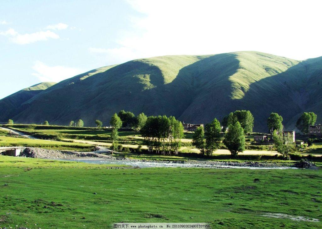 高原美景 高原 草地 绿地 草场 河流 河水 树林 山林 高山 群山 山川