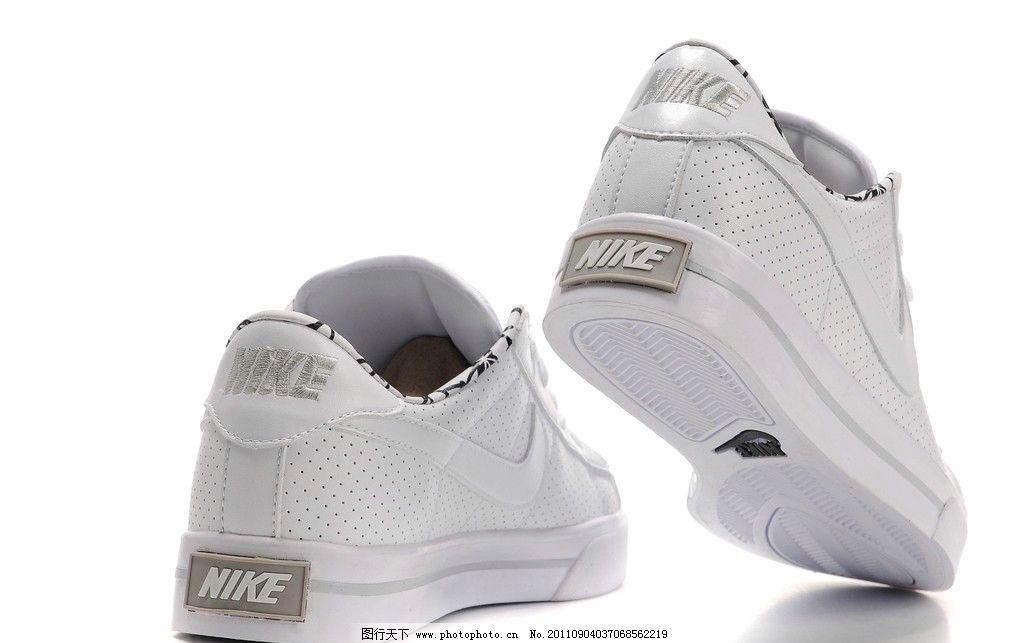耐克 休闲 运动鞋 白色 真皮面料 系带式 加厚双层底 耐克标志 时尚美观 穿着舒适 休闲类运动鞋 知名品牌鞋类 鞋帽类 穿着类用品 生活用品之一 生活用品 生活素材 生活百科 摄影 96DPI JPG