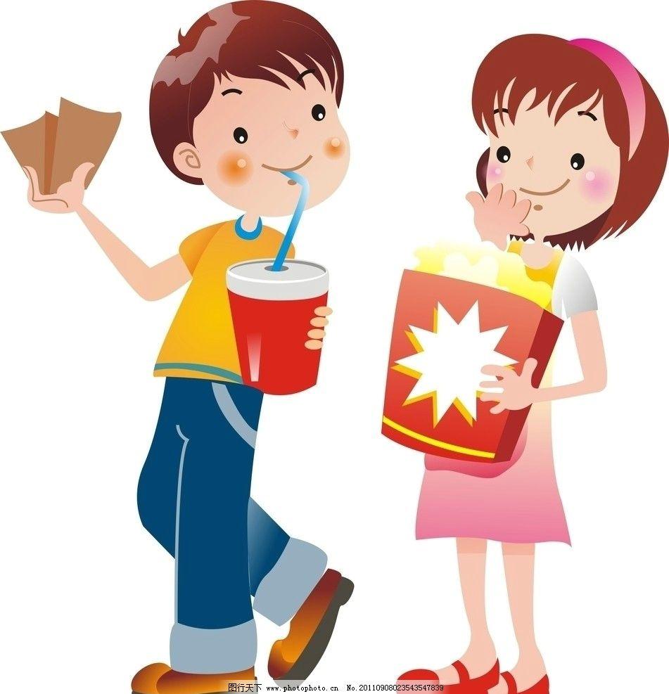 喝可乐 吃爆米花 拿电影票 看电影 小女孩 小男孩 两个小孩子