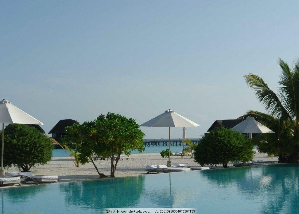 马尔代夫 天堂岛 度假村 旅游岛 人工沙滩 海水泳池 遮阳伞 树木 栈桥