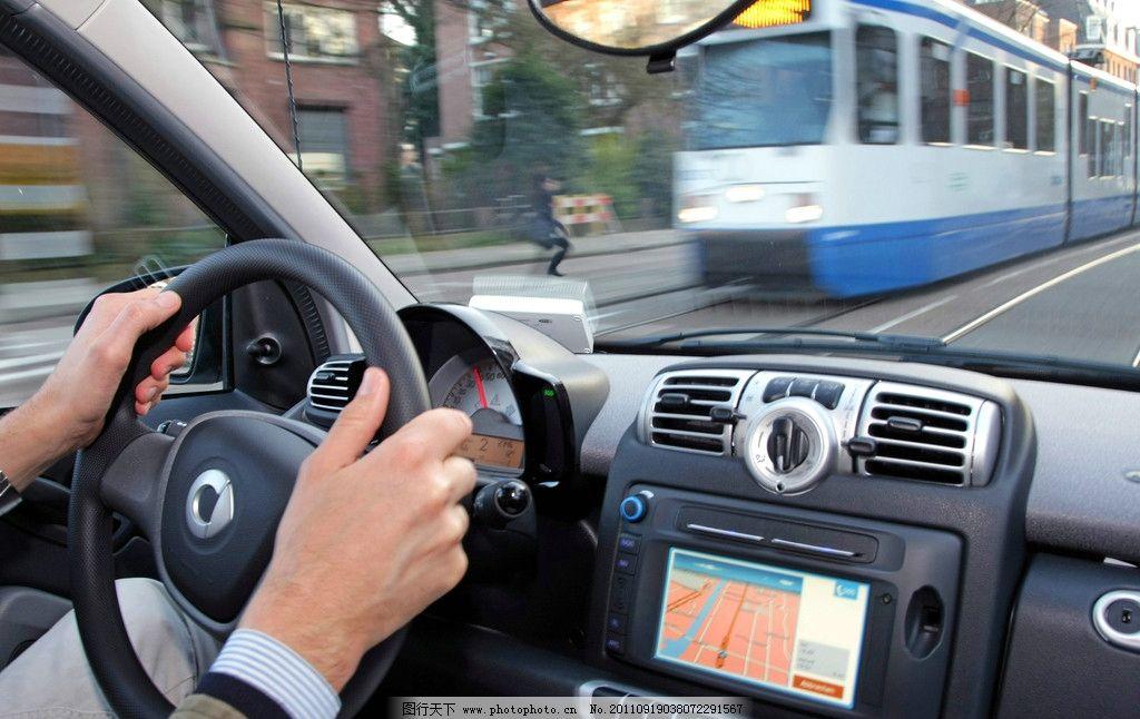 奔驰方向盘自拍_驾驶汽车 驾驶员 方向盘 导航仪 操作台 奔驰 奢侈 豪华 名车