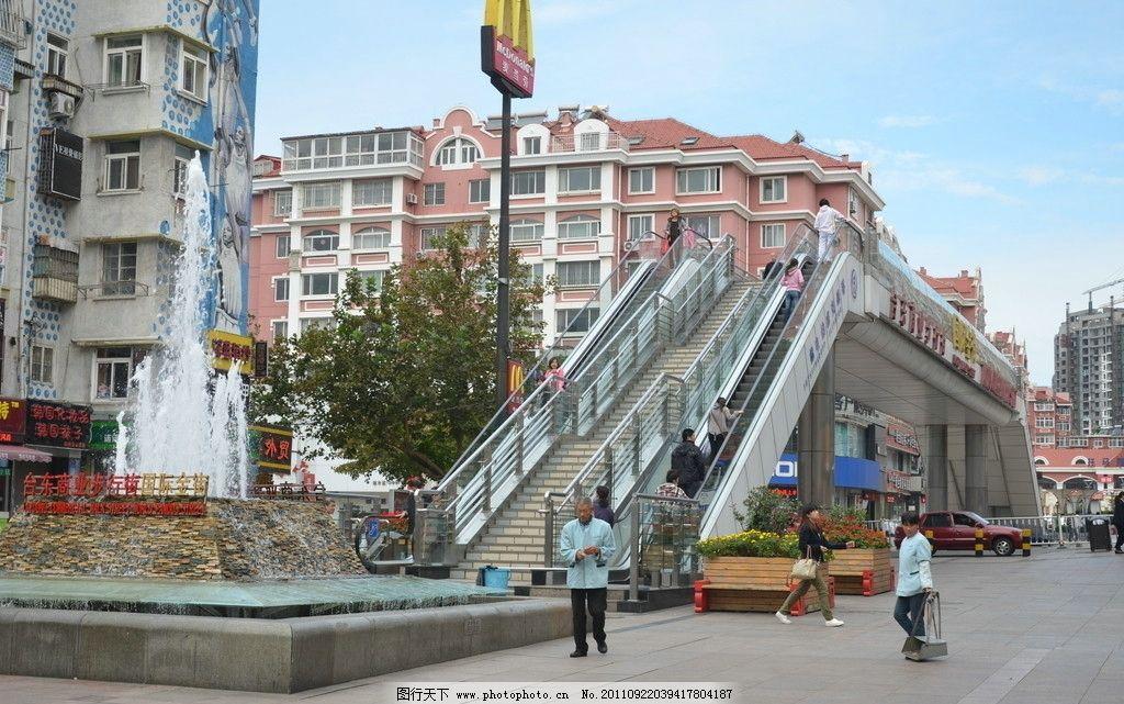 过街天桥 建筑 青岛台东 省内 首座 电动 扶梯 喷泉 行人 商业金街