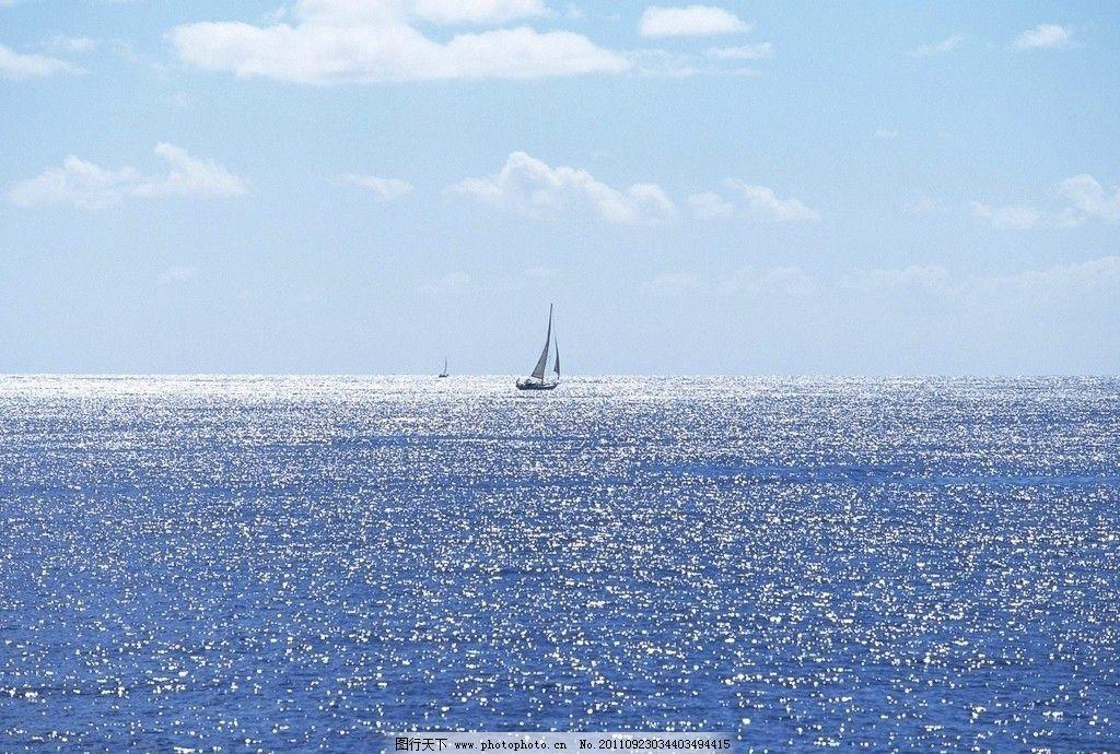 美丽水面风景 帆船图片