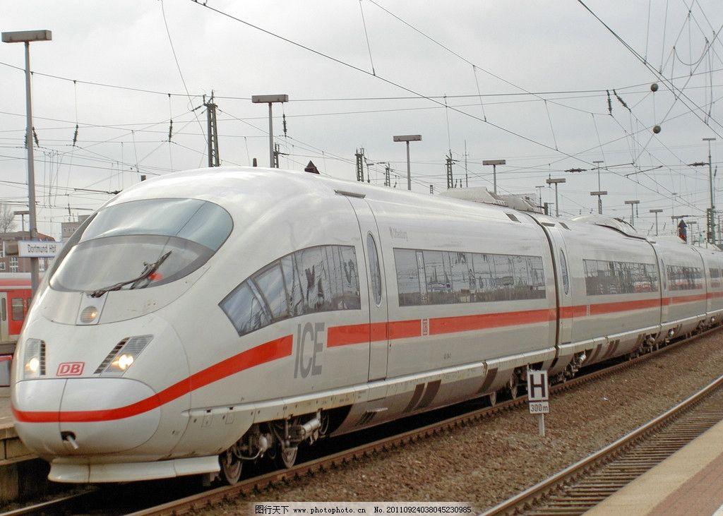 高速运行的动车组列车