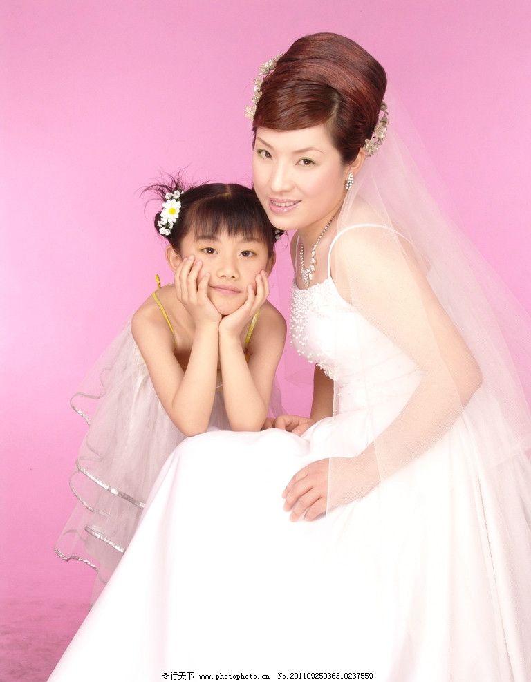 全家福 影楼 婚纱样片 婚纱照 眼神 拿花的女人 盘发 蓬裙 人物摄影