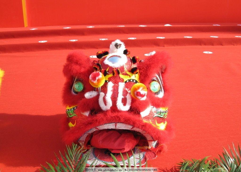 红色舞狮头 舞狮 狮子头 喜庆 过年 红色背景 舞狮舞龙 年会 中国传统