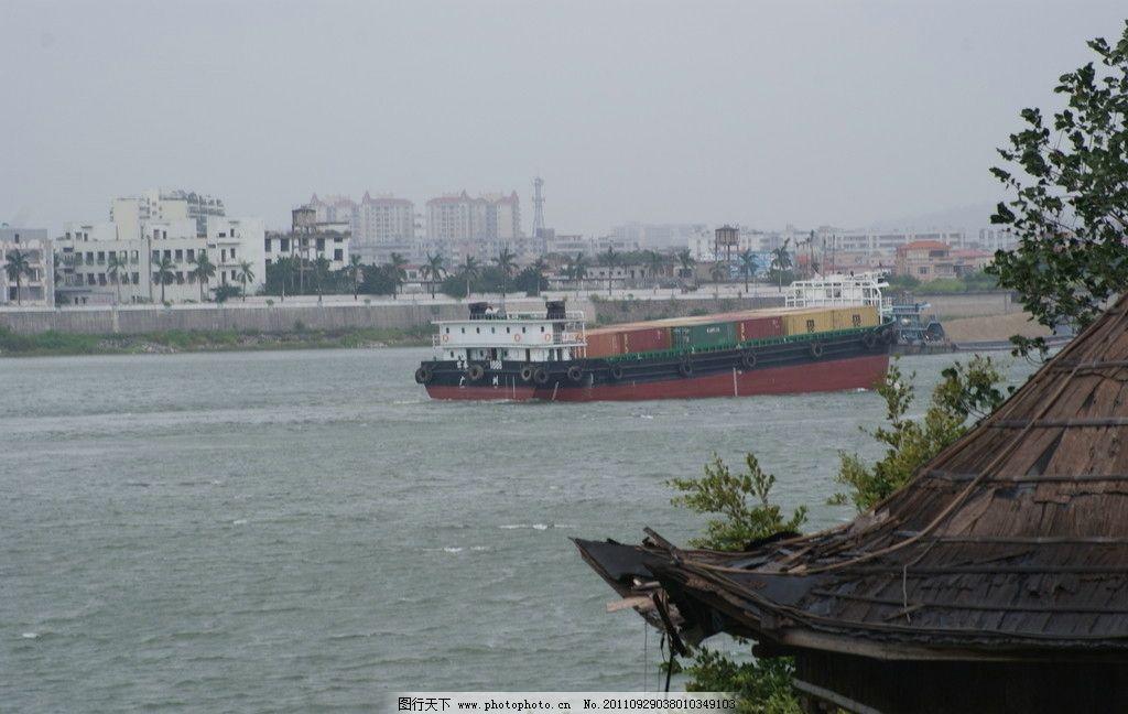 海岛景观 海岛 轮船 九江船景 木顶棚 货轮 载货 江岛景观 远处高楼